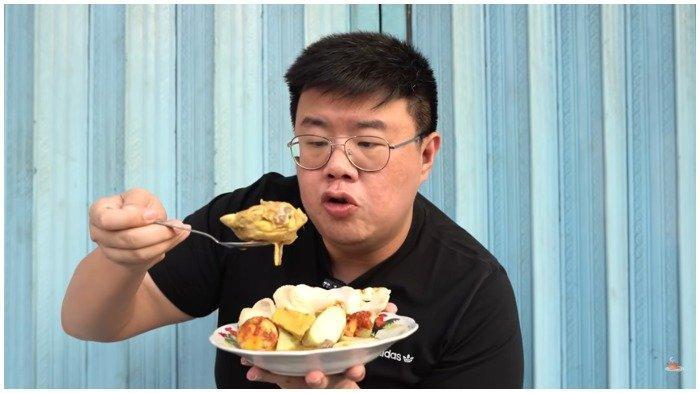 Anak kuliner mencicipi seporsi Lontong Sayur Ku