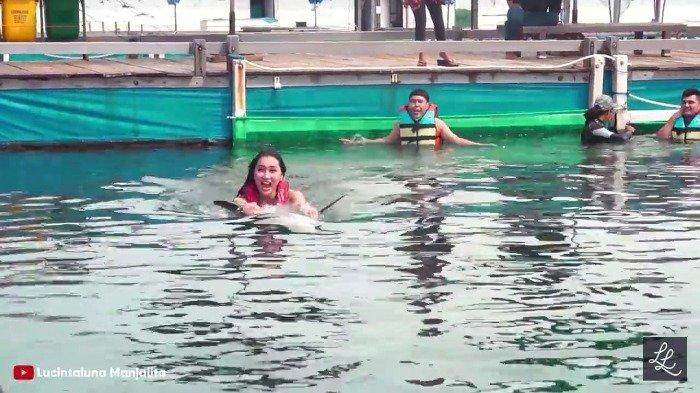 Tunggangi Lumba-Lumba di Bali, Aksi Lucinta Luna Dikritik Susi Pudjiastuti Hingga Aktivis