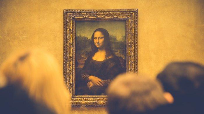 Lukisan Mona Lisa karya Leonardo Da Vinci di Museum Louvre, Paris, Prancis