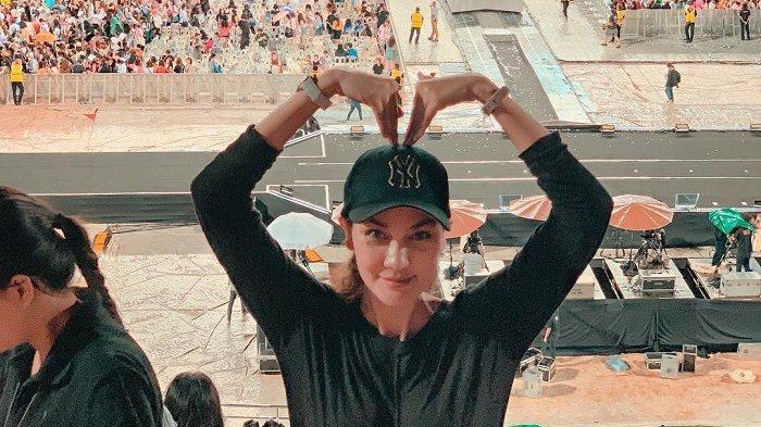 Demi Nonton Konser BTS di Bangkok, Luna Maya Rela Naik Ojek untuk Bertemu Idolanya