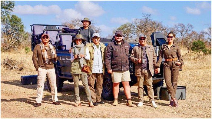Liburan Artis - Maia Estianty dan Irwan Mussry Safari di Afrika, Lihat Hewan Buas Saling Mangsa