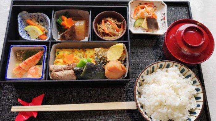 Japan Airlines Luncurkan Menu Perpaduan Makanan Tradisional Jepang dengan Bahan Khas Indonesia