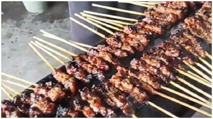 Proses pembakaran Sate Maranggi Haji Yetty