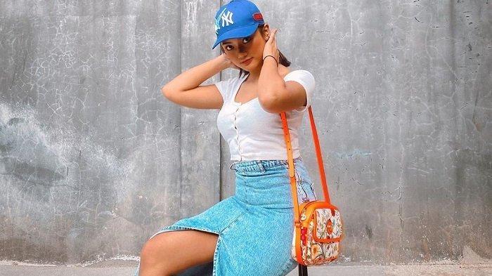 Liburan Artis - Potret Marion Jola ke Bali, Mandi Kembang dan Nikmati Sarapan Terapung di Resor Ubud