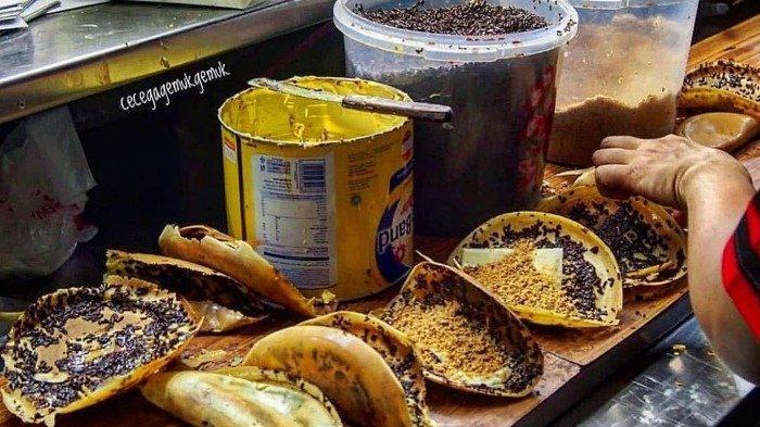 Martabak Piring Murni, kuliner malam unik di Medan yang dimasak pakai piring dengan cara tradisional
