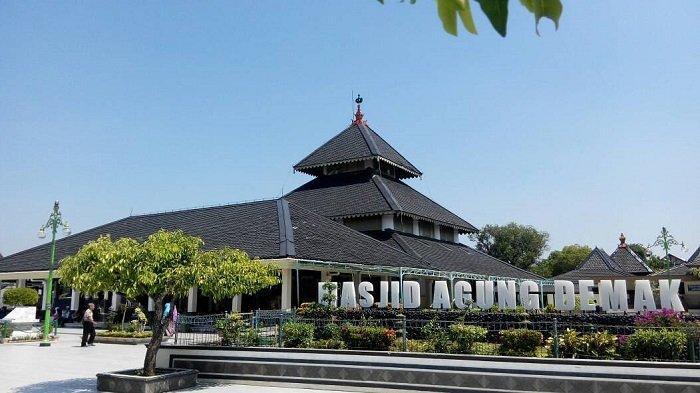 5 Tempat Wisata Religi di Jawa Tengah yang Ramai Dikunjungi Wisatawan saat Bulan Ramadan
