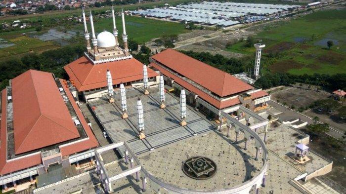 Masjid Agung Jawa Tengah (MAJT) di Jalan Gajah Raya Kota Semarang.