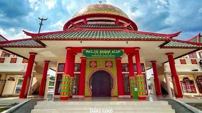 TRAVEL UPDATE: Berkunjung ke Masjid Babah Alun Desari Jaksel, Masjid dengan Arsitektur Tionghoa