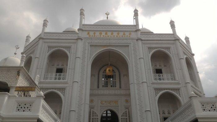 TRAVEL UPDATE: Wisata Religi ke Masjid Ramlie Musofa, Masjid Ala Taj Mahal di Sunter Jakarta Utara