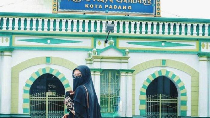 TRAVEL UPDATE: Cari Tempat Wisata Religi di Padang? 4 Masjid Ini Bisa Jadi Pilihan