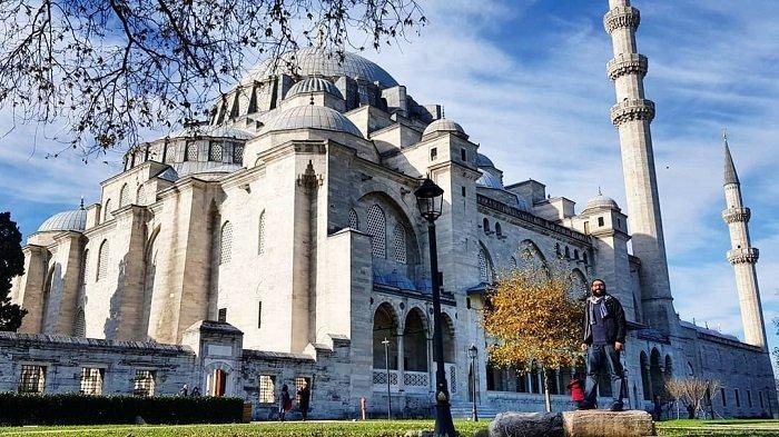 Intip Keindahan Masjid Raya Sulaimaniah Destinasi Luna Maya saat Liburan ke di Istanbul Turki