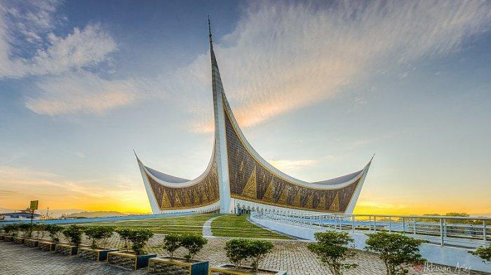 Hadiri Pertemuan Gubernur di Padang, Ridwan Kamil Kunjungi Masjid Raya Sumatera Barat