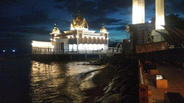 Wisata Religi di Sumatera Barat, Kunjungi Masjid Terapung Samudera Ilahi di Pantai Carocok