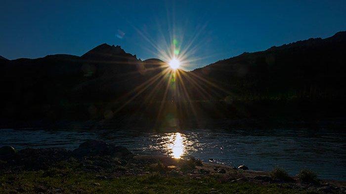Fenomena 'Matahari Tengah Malam' jadi Daya Tarik Wisata Sebuah Kota Di Alaska Ini