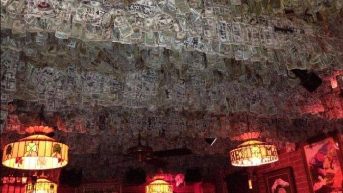 Unik, Uang Tunai Dua Juta Dolar Hiasi Dinding dan Langit-langit Pub di Florida