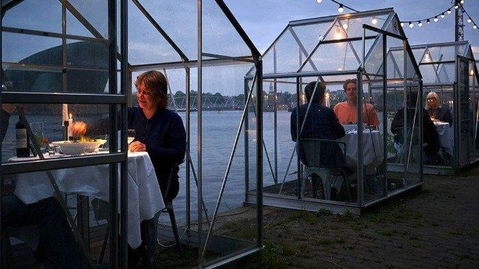 Minimalisir COVID-19, Restoran di Amsterdam Ini Buat Rumah Kaca Kecil untuk Pelanggan