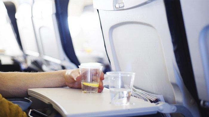 Jangan Dilanggar! Hindari Konsumsi Minuman Bersoda hingga Popcorn di Pesawat