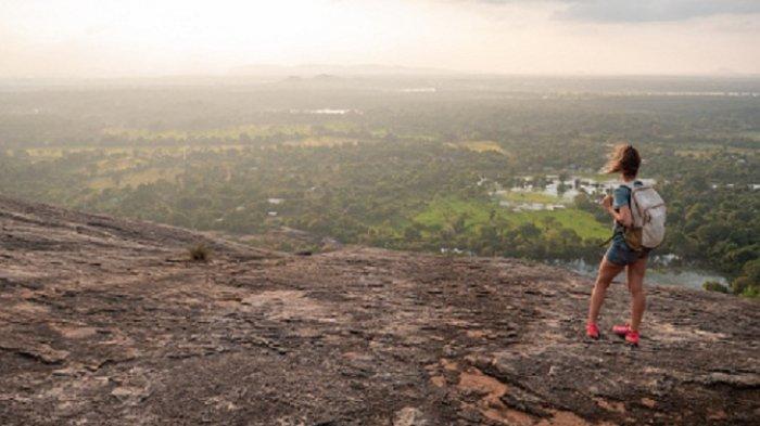 7 Hal yang Harus Diperhatikan jika Ingin Mendaki saat Musim Hujan, Jangan Lupa Bawa Plastik
