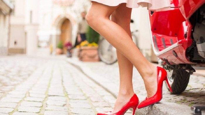 Menggunakan high heels