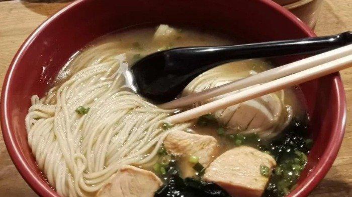 Menu makan di NoodleInc - Mie & Dimsum