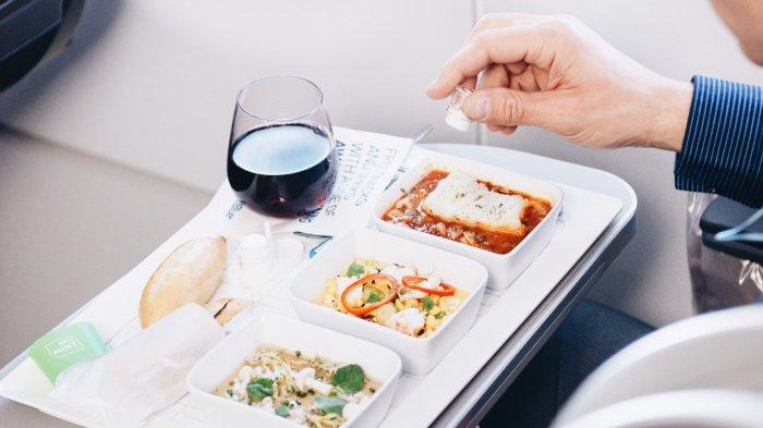 5 Rahasia Makanan di Pesawat, Tidak Dimasak di Pesawat hingga Menggunakan Es Kering
