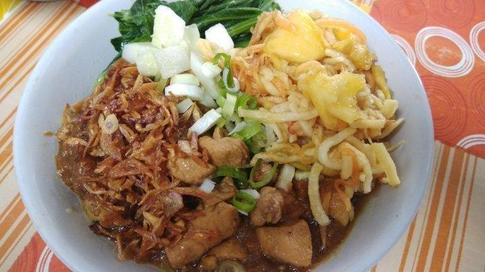 Mencicipi Mi Ayam Rujak di Jogja, Potongan Ayam Berpadu dengan Bumbu Rujak yang Asam Manis