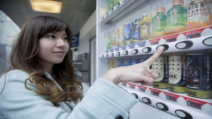 5 Produk Aneh yang Dijual di Mesin Penjual Otomatis Jepang, Ada Kumbang hingga Selada