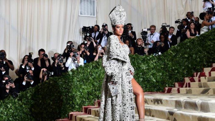 Mengintip Sederet Busana Super Mewah dan Atraktif Selebriti Hollywood Saat Menghadiri Met Gala 2018