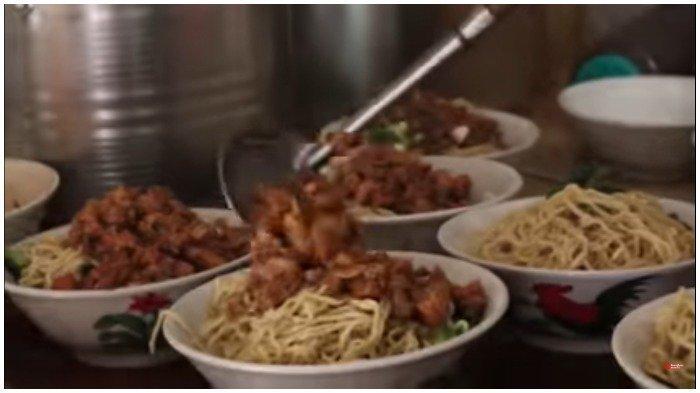 Warung Mi Ayam Enak dan Super Laris di Tangerang, Bisa Ludes 100 Kilogram Tiap Weekend