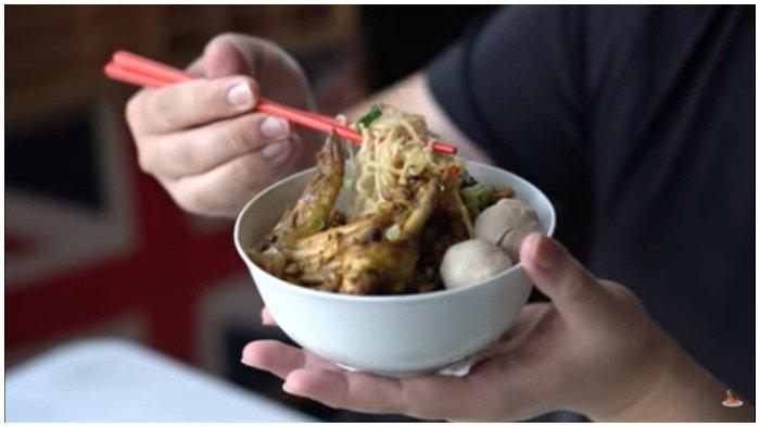 Aldi Taher Buka Kuliner Mi Ayam, Toppingnya Lengkap Mulai Daging Ayam hingga Bakso