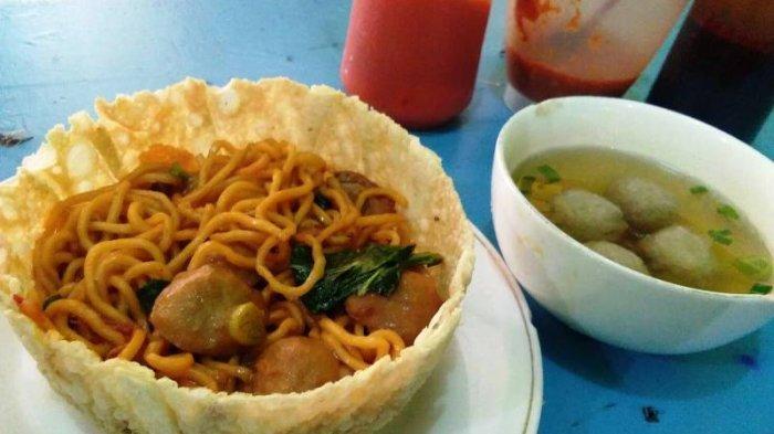 Wisata Kuliner ke Semarang? Jangan Lupa Makan Mi Ayam Sekaligus Mangkuknya di Warung Miago Pak Joko
