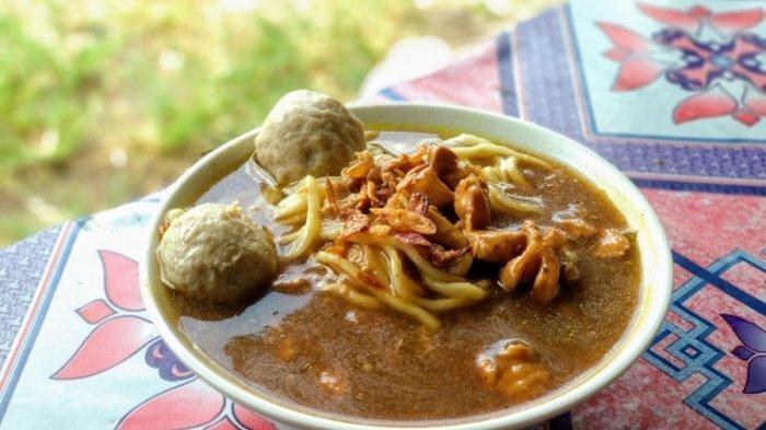 Mencicipi Mi Ayam Pak Dhewo, Kuliner 'Merakyat' yang Lagi Ramai Dibicarakan di Jogja