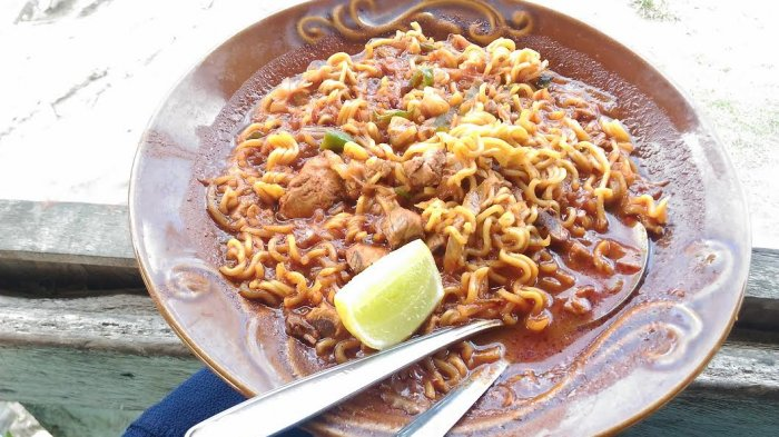 Kuliner Aceh - Istimewanya Mi Instan di Ujong Pie, Pakai Tongkol Segar Hasil Tangkapan Nelayan