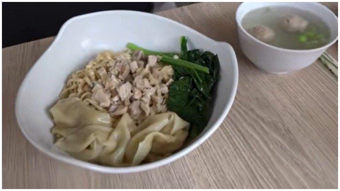 Seporsi menu di Mie Ayam Papi Gendut