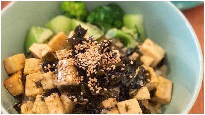 Terlambat Bangun Sahur? Buat Resep Praktis Miso Tofu Rice Bowl Aja, Yuk