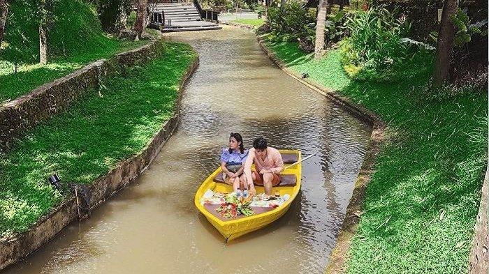 Momen makan siang Prilly dan Maxime di Bali