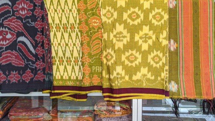 Motif khas dari tenun ikat Parengan, Lamongan.