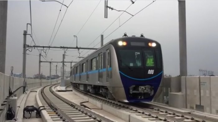 Uji Coba rangkaian kereta pertama MRT Jakarta menggunakan System Acceptance Test (SAT) di Depo Lebak Bulus, Jakarta Selatan, Kamis (9/8/2018).
