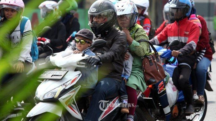 Ilustrasi mudik menggunakan sepeda motor