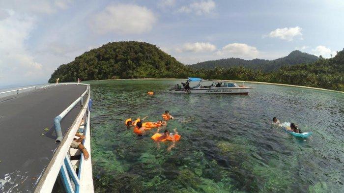 Wisata Tapanuli - Liburan di Pulau Badalu, Terumbu Karang Bahkan Bisa Dilihat Tanpa Harus Menyelam