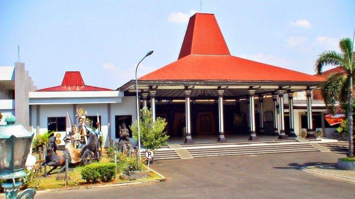 Plesiran ke Semarang? Mampir Yuk ke Museum Ronggowarsito, Ada Koleksi Batu Meteor hingga Batik
