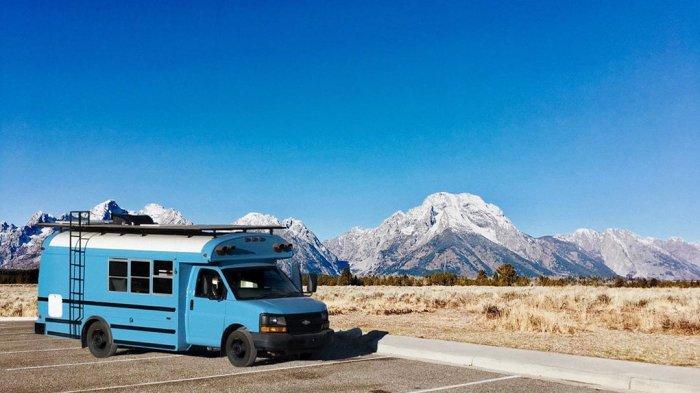 Tak Tertarik Tinggal di Rumah, Pasangan Ini Ubah Bus Tua Jadi Tempat Tinggal yang Mewah