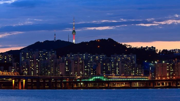 Misteri di Balik Gemerlapnya Lampu Seoul Namsan Tower yang Terus Berubah-ubah