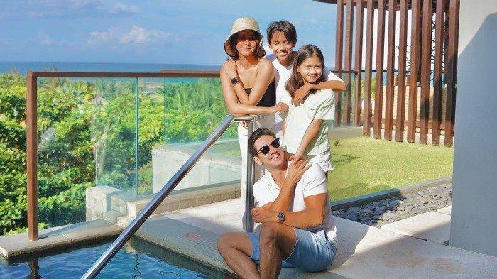 Potret Staycation Keluarga Nana Mirdad di Bali, Piknik Bareng hingga Dinner di Tepi Pantai