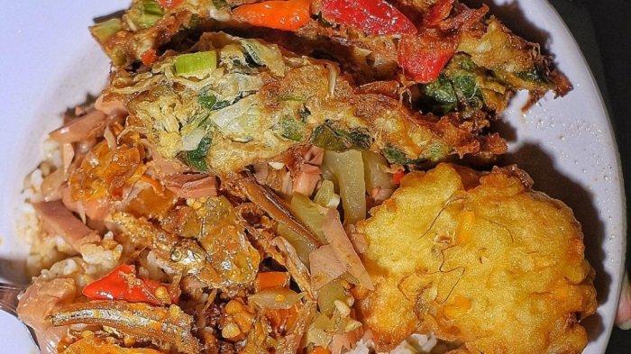 Nasi Campur Teri Gejayan, kuliner malam enak di Jogja.