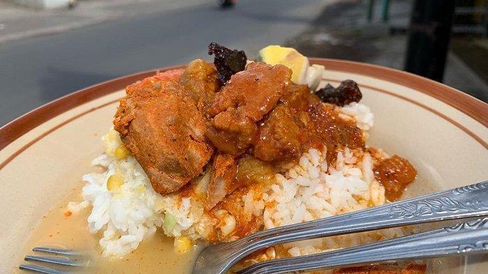 Nasi Cawuk Bu Mantih merupakan tempat sarapan enak di Banyuwangi.