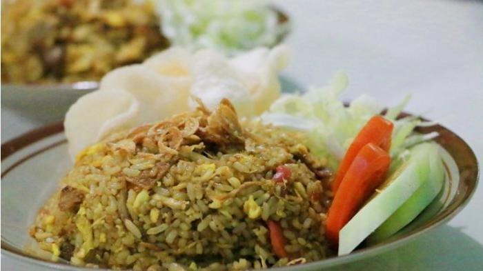 Ilustrasi seporsi nasi goreng