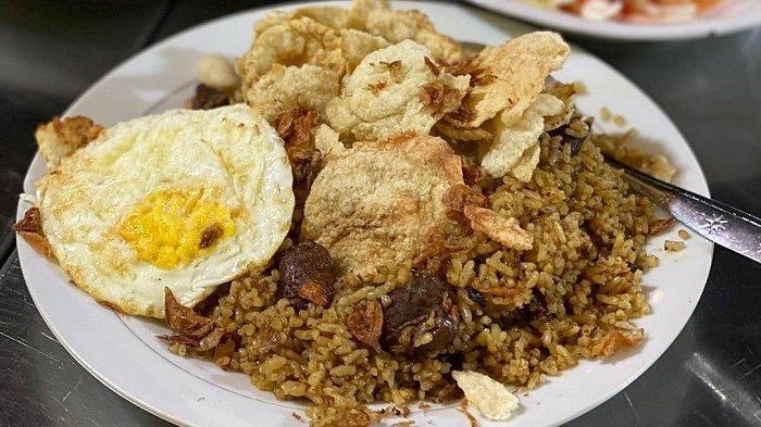 Sajian nasi goreng kambing