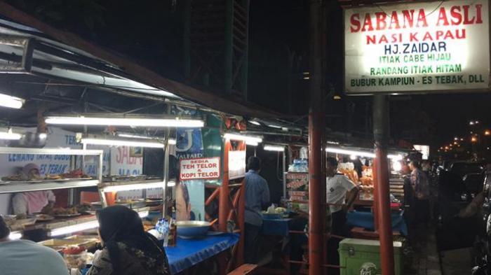 Salah satu gerai penjual nasi kapau di bilangan Jalan Kramat Raya, Jakarta Pusat.