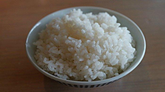 Larang Makan Nasi Pakai Jari, Mantan Kepala Pelayan Keluarga Kerajaan Inggris Diprotes Netizen